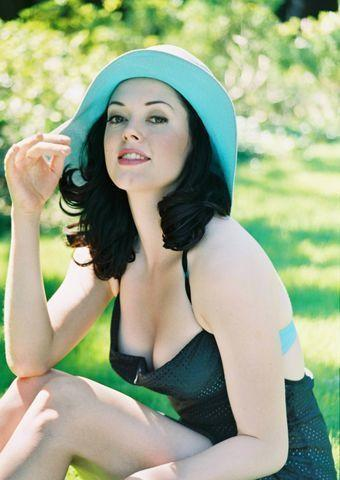 Hot photography Rose McGowan tits