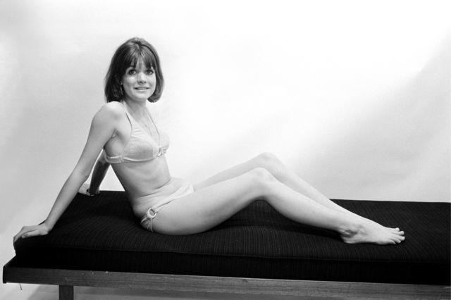 actress Sally Geeson 18 years rousing picture in the club