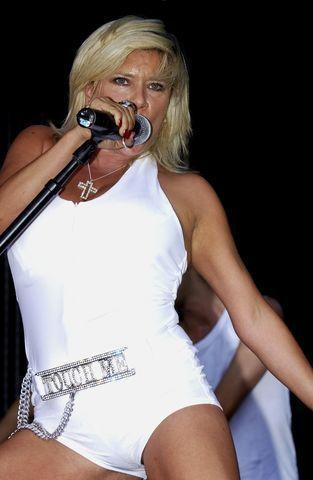 celebritie Samantha Fox 25 years bawdy art beach