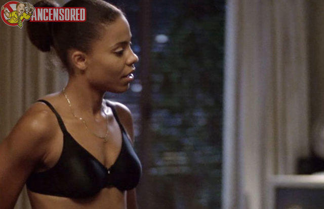 actress Sanaa Lathan 21 years uncovered pics in the club