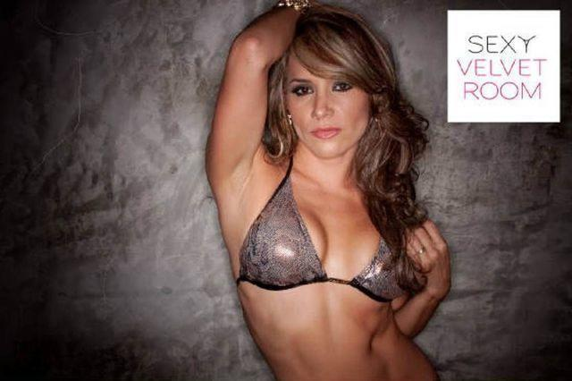 models Sandra Padilla 21 years overt picture in public