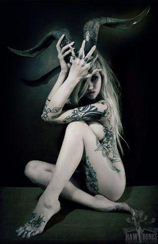celebritie Sara Fabel young stripped picture home