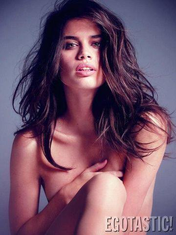 models Sara Sampaio 2015 in the buff foto in public