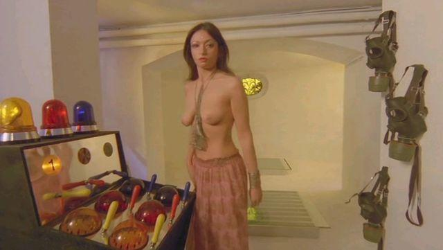 Sarah Strasberg topless photos