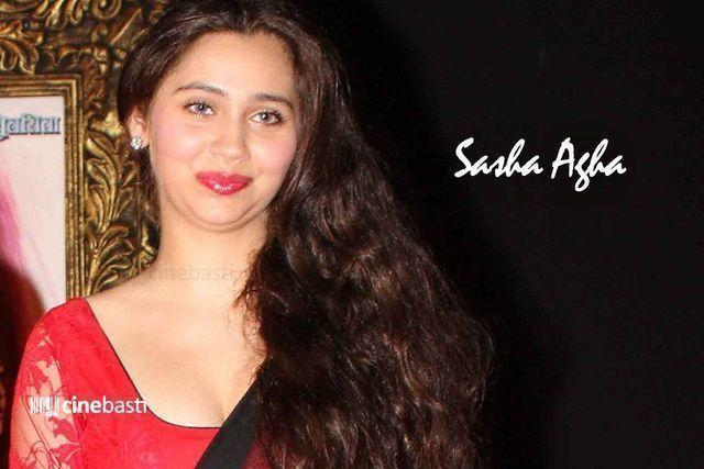 actress Sashaa Agha teen laid bare foto in the club