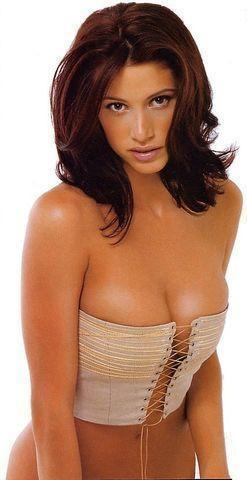 celebritie Shannon Elizabeth 18 years sexual snapshot in the club