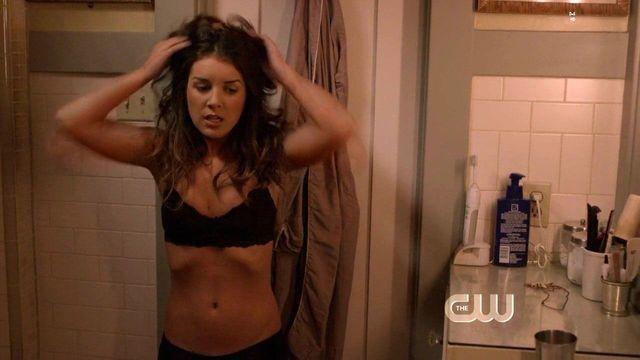 celebritie Shenae Grimes 22 years Without brassiere art home