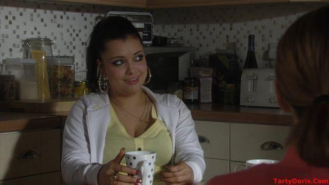 celebritie Shona Mcgarty 21 years chest foto in public