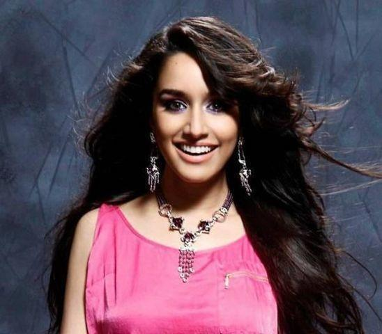 celebritie Shraddha kapoor 23 years spicy photo home