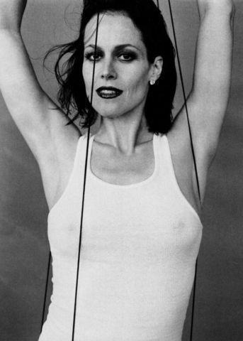 celebritie Sigourney Weaver 23 years naked art home