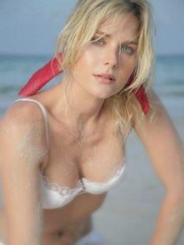 models Sonya Smith 23 years indelicate pics in the club