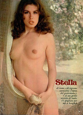 models Stella Carnacina 19 years fleshly image in public