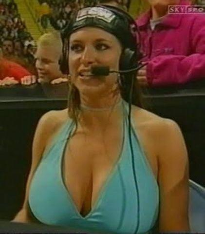 celebritie Stephanie McMahon-Levesque 25 years Without swimsuit picture in public