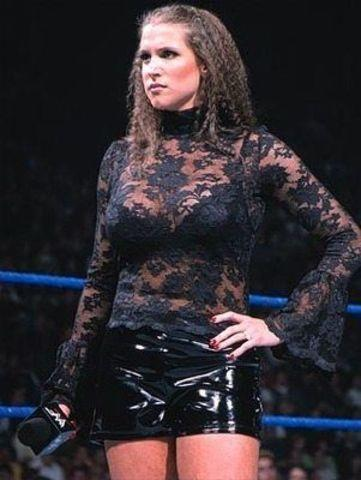 celebritie Stephanie McMahon-Levesque 22 years exposed photoshoot in the club