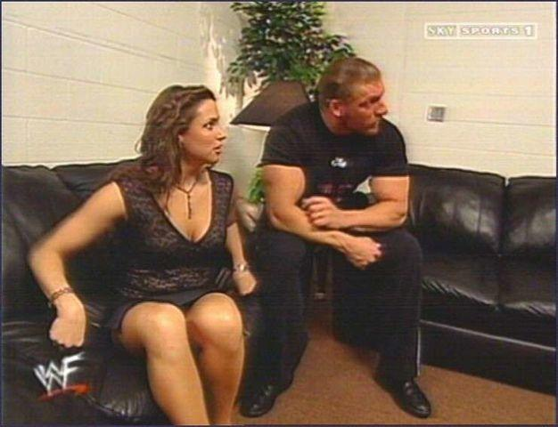 celebritie Stephanie McMahon-Levesque 22 years nude young foto photo in public