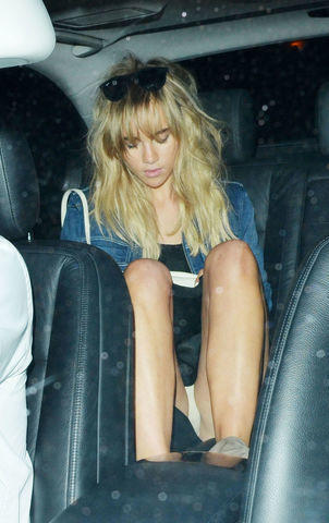 celebritie Suki Waterhouse 24 years seductive photography in public