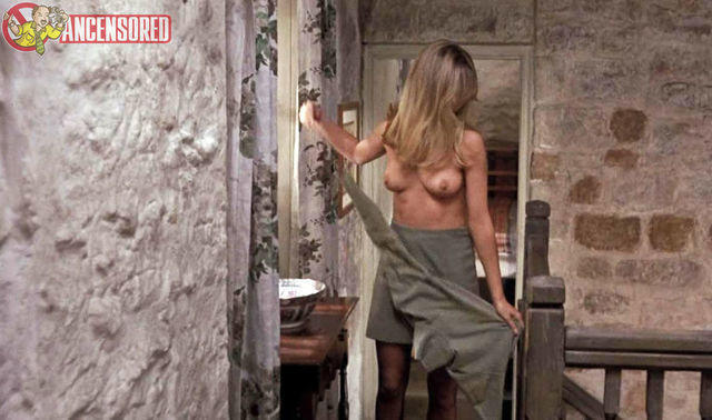 celebritie Susan George 21 years salacious snapshot in public