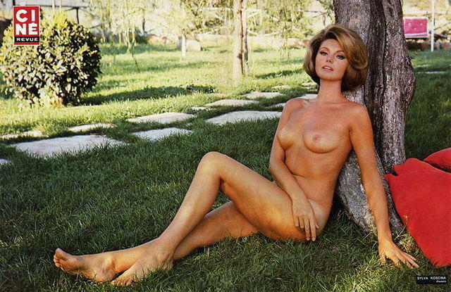 actress Sylva Koscina 25 years bare picture home