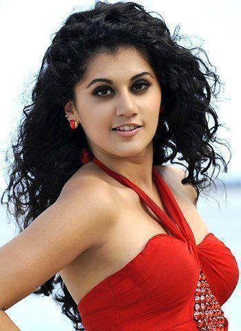 actress Taapsee Pannu 23 years unexpurgated picture beach