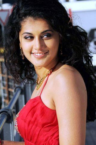 actress Taapsee Pannu 24 years unclad photo beach