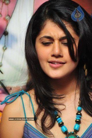 models Taapsee Pannu 19 years exposed photos home