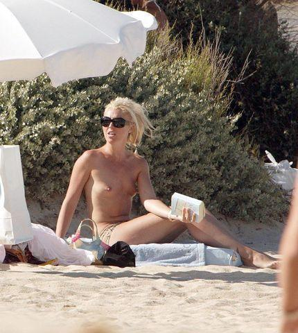 actress Tamara Beckwith 18 years breasts photography in public