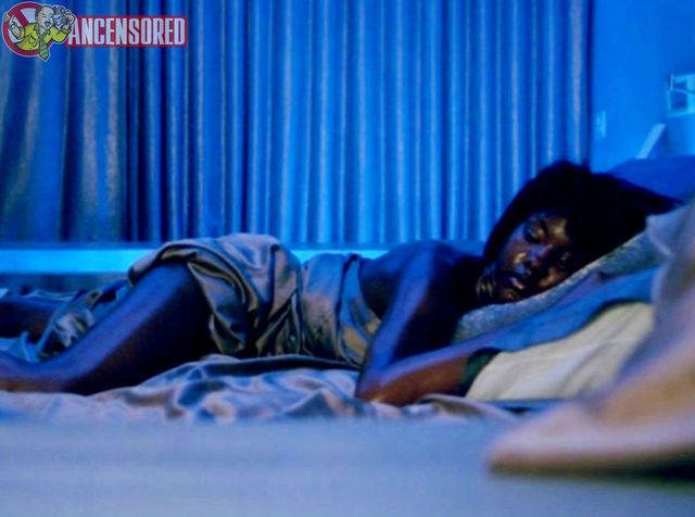 celebritie Taral Hicks 22 years uncovered photoshoot in the club