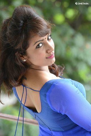 celebritie Tejaswi Madivada 2015 inviting foto in the club