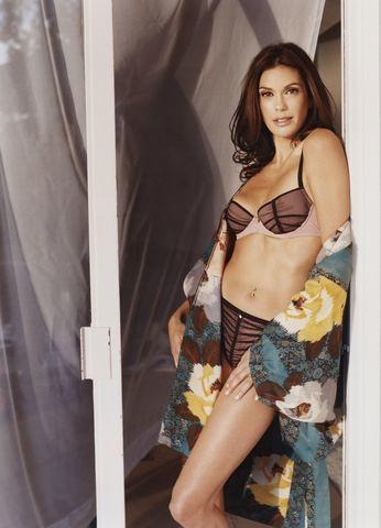 models Teri Hatcher young in one's birthday suit foto in public