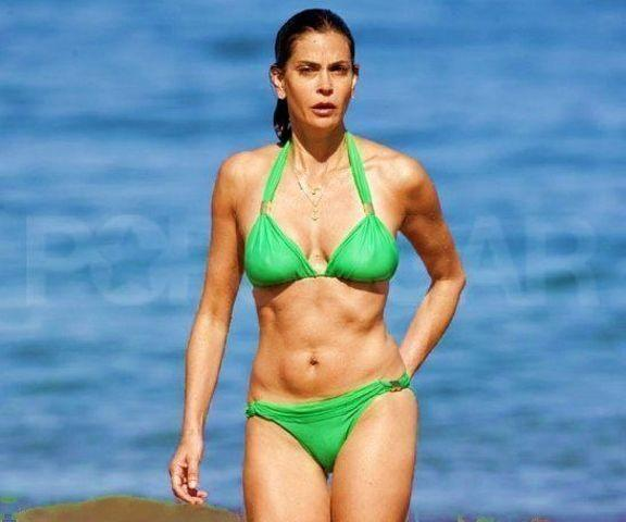 celebritie Teri Hatcher 18 years teat foto beach