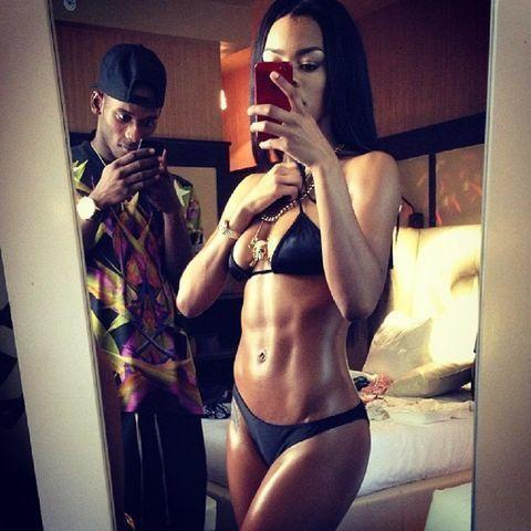 actress Teyana Taylor 18 years raunchy foto in the club