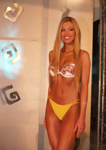 celebritie Tina Katanić 20 years k naked picture beach