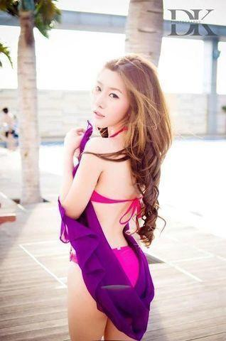 models Truong Le Van 18 years Without camisole pics beach