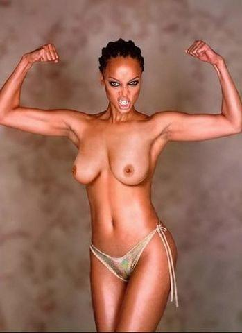 celebritie Tyra Banks 18 years Without bra image in the club