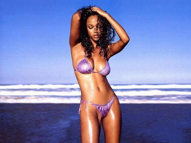 Tyra Banks nude photo