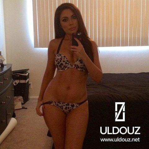 actress Uldouz Wallace 22 years titties picture in public