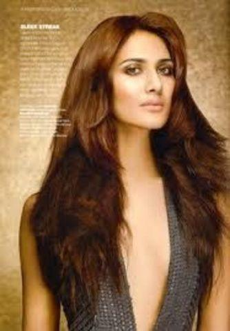 models Vaani kapoor young bare-skinned snapshot beach