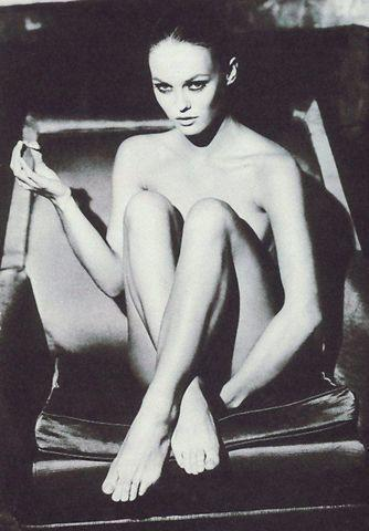 celebritie Vanessa Paradis young leafless foto home