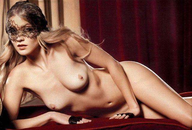 actress Winter Ave Zoli 22 years bare photos home