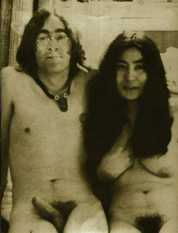 celebritie Yoko Ono 23 years unclad photoshoot home
