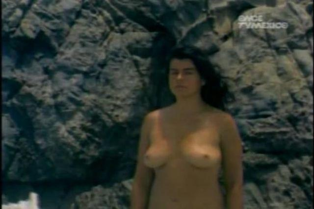 actress Yuriria Cañedo 2015 Without brassiere foto in public