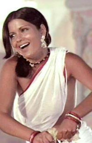 actress Zeenat Aman 22 years Without bra photoshoot in public
