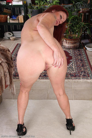 actress Shelly Jones 22 years bare snapshot home