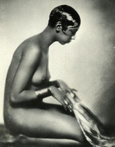 actress Josephine Baker 24 years mammilla photos in the club