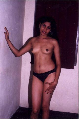 actress Thanuja Weerasooriya 20 years bare-skinned pics beach