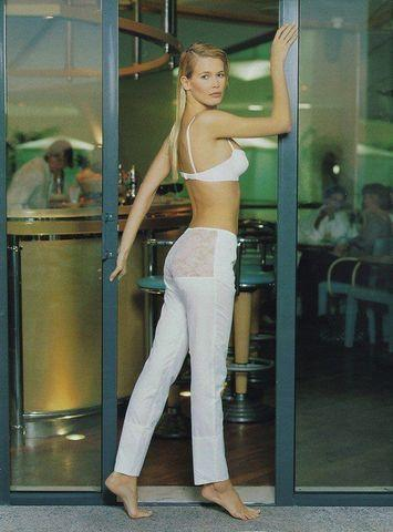 Claudia Schiffer topless pics