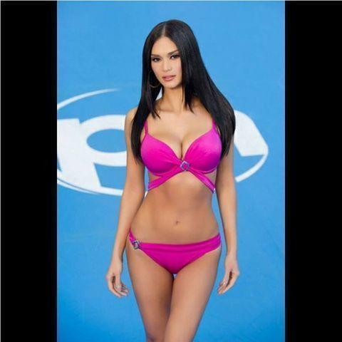 models Pia Wurtzbach 18 years voluptuous art in public