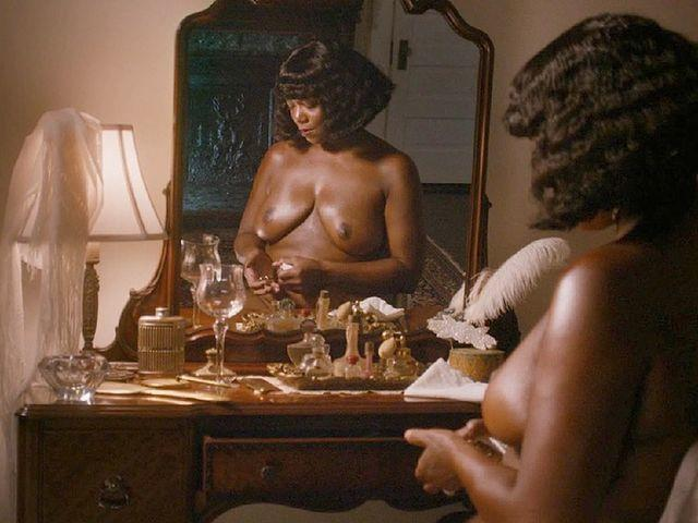 celebritie Queen Latifah 2015 k-naked photoshoot in the club