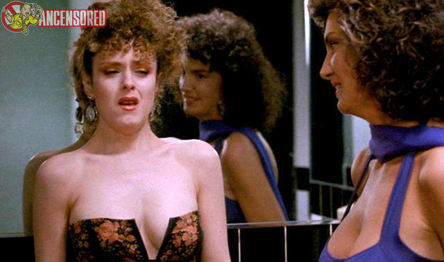 celebritie Bernadette Peters 25 years hot photography in the club