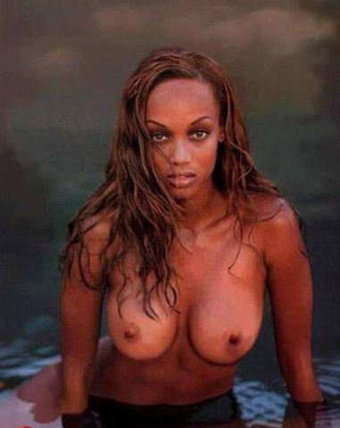 actress Tyra Banks 18 years bosom picture beach